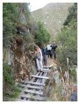 Mai 2013 : Voyage a Yauyos - Traversée du pont aux cascades de Carhuayno.  Viaje a Yauyos - Crusada del puente en las cataratas de Carhuyno