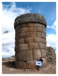 Juin 2013 : Exploration à Cutimbo - Mayra et la Chullpas (Tour funéraire)  Exploracion en Cutimbo - Mayra y la Chullpas