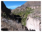 Aout 2013 : Trek dans le canyon Cotahuasi (Arequipa) - pont suspendu à Cotahuasi  Trek en el canyon de Cotahuasi (Arequipa) - puente colgante de cotahuasi