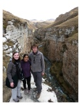 Septembre 2013 : Trek de l'apu Pariacaca avec Annaïg et Gauthier - Annaïg, Mayra et Thomas au Canyon de Shutco  Trek del apu Pariacaca con Annaïg y Gauthier - Annaïg, Mayra et Thomas en el canyon de Shutco