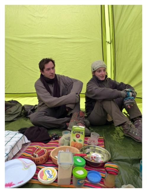 Dans la tente mess