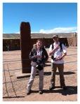 Septembre 2013 : Tiwanaku avec Annaïg et Gauthier - Annaig et gauthier et le monolithe barbu  Annaig y Gauthier con el monolito barbado