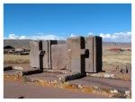 Septembre 2013 : Tiwanaku avec Annaïg et Gauthier - Les constructions énigmatiques de Pumapunku  las construciones enigmaticas de Pumapunku