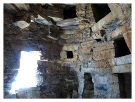 les niches et les entrées des greniers et pièce supérieures