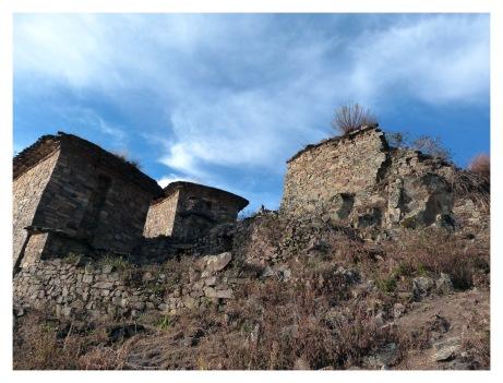 Les principaux édifices de Rupac sont les Kullpis