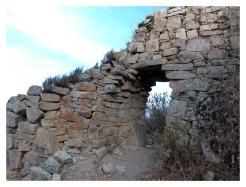 La porte d'entrée est la seule manière de franchir le mur d'enceinte de Marco Kullpi